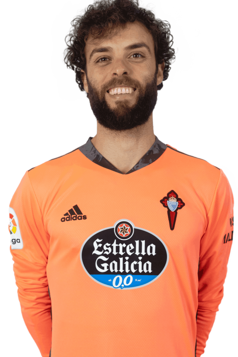 Image of Sergio Álvarez player posing
