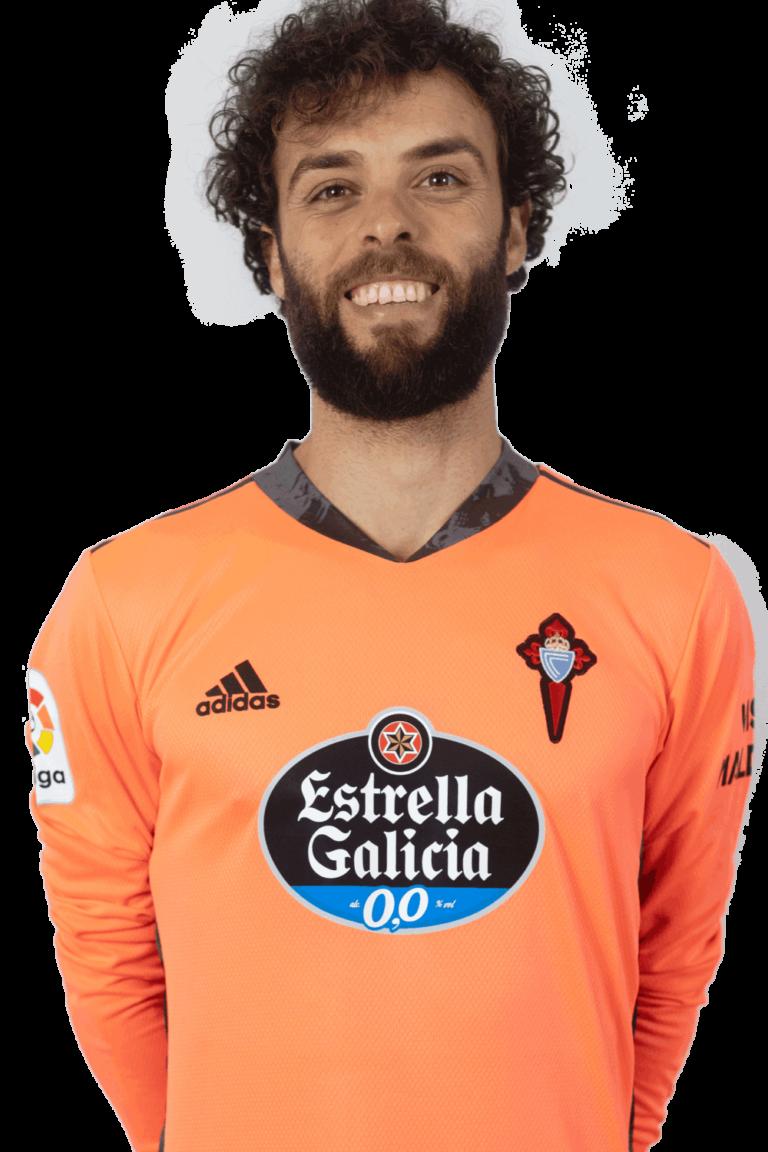 Imágen del jugador Sergio Álvarez posando