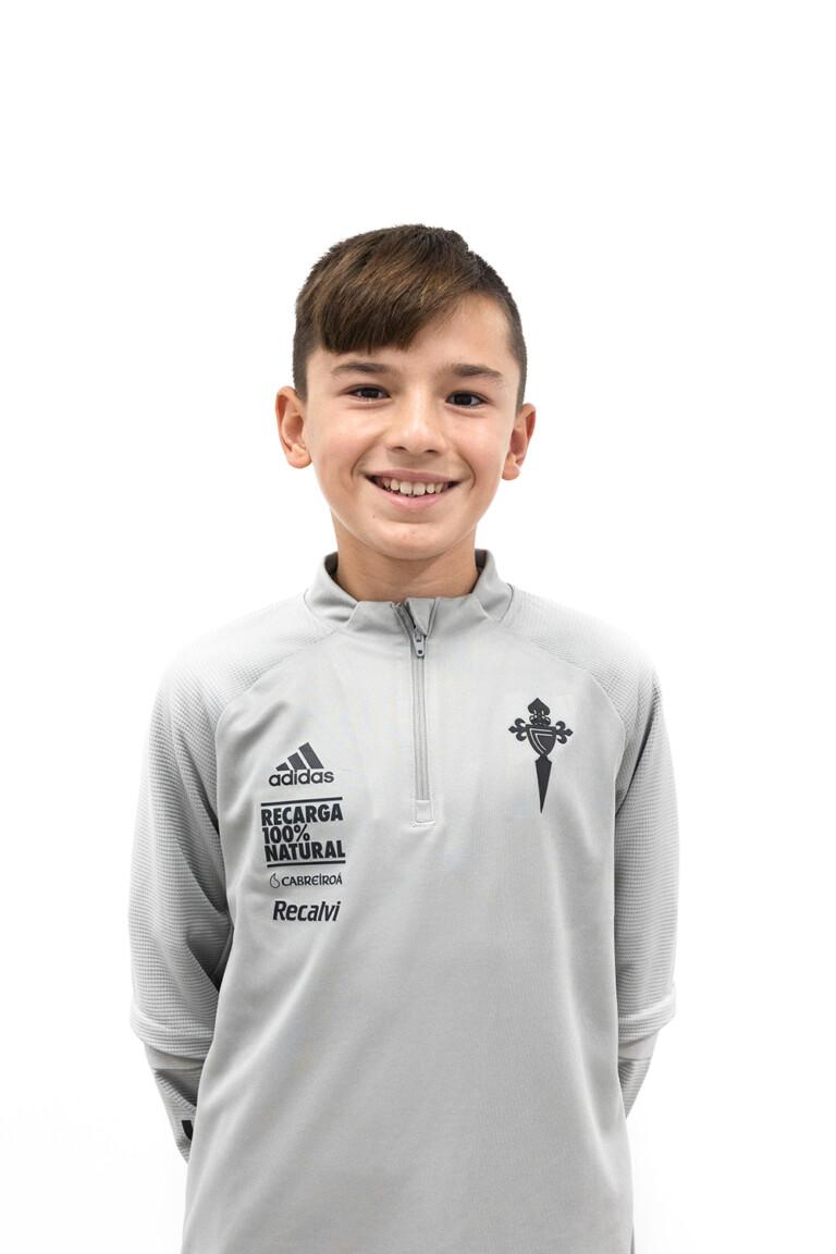Imágen del jugador Yago Domínguez Fontaíña posando