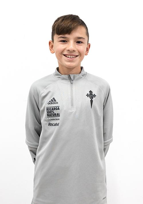 Image of Yago Domínguez Fontaíña player posing