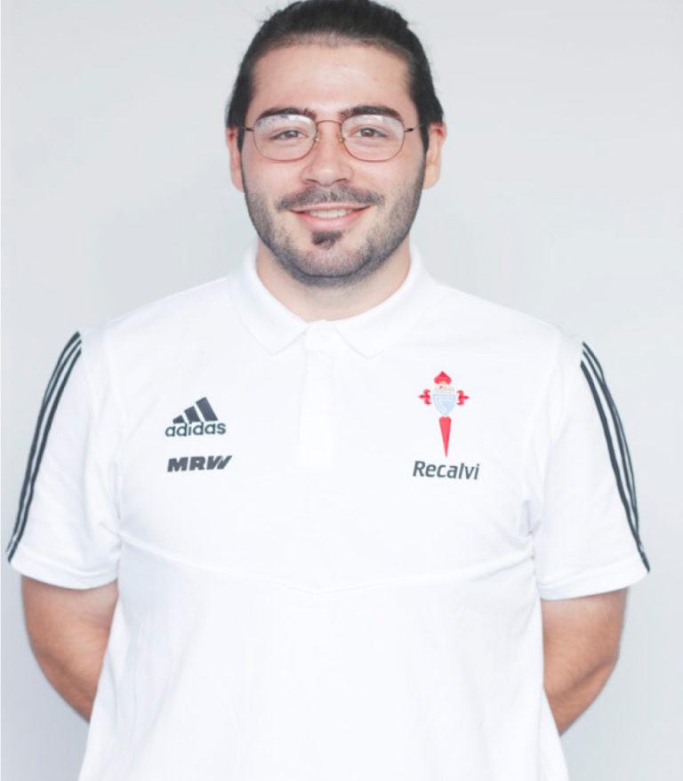 Imágen del jugador Bruno Alonso posando