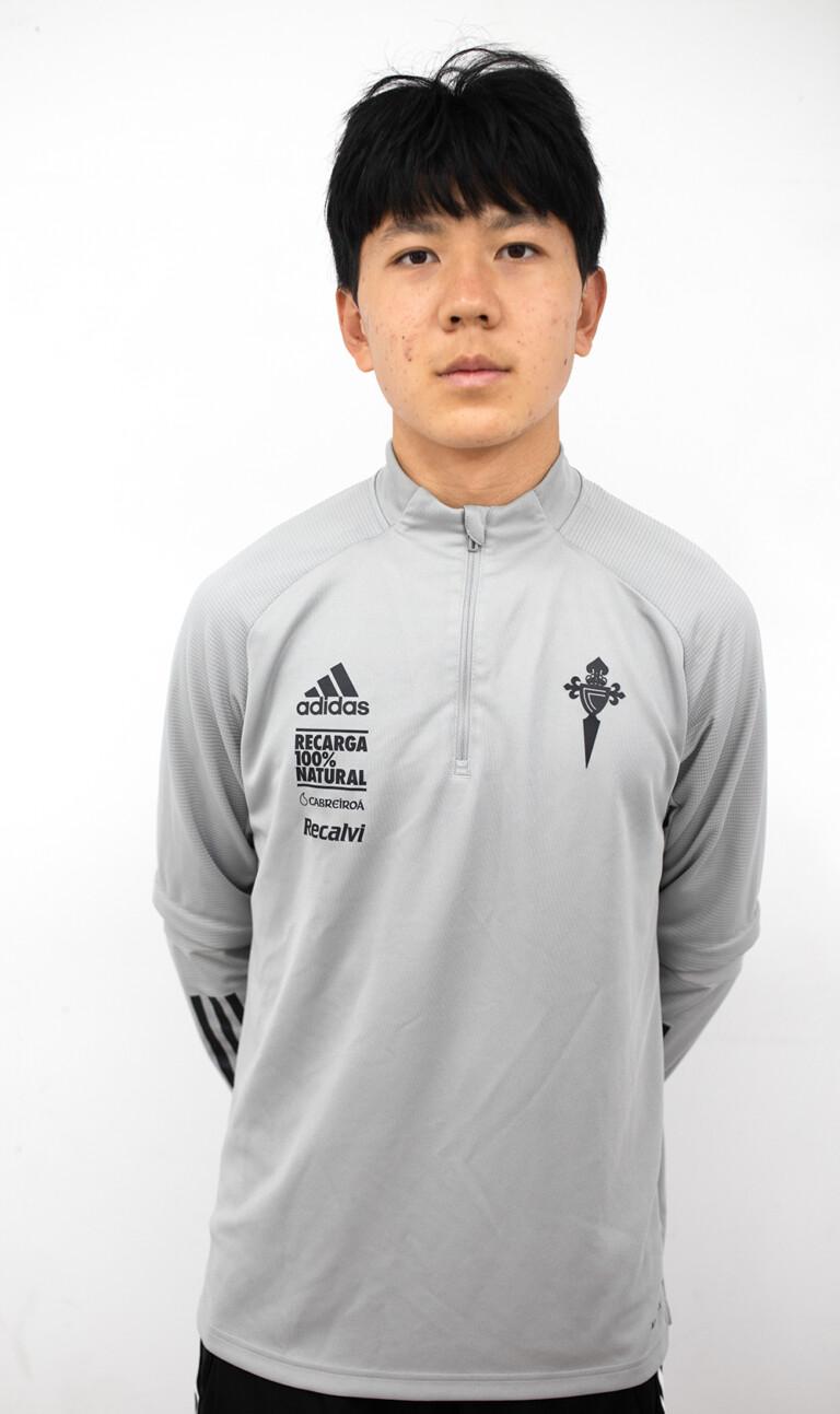 Imágen del jugador Enze Cao posando
