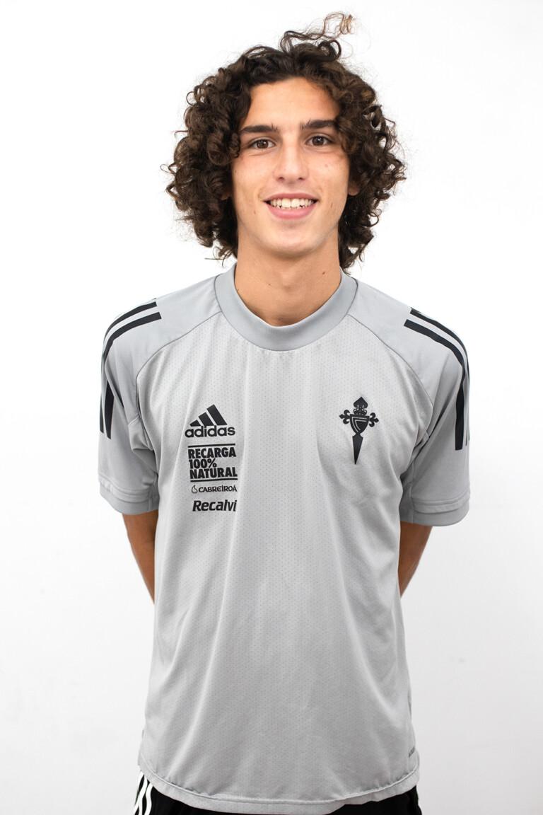 Image of Robert Carril Fernández player posing