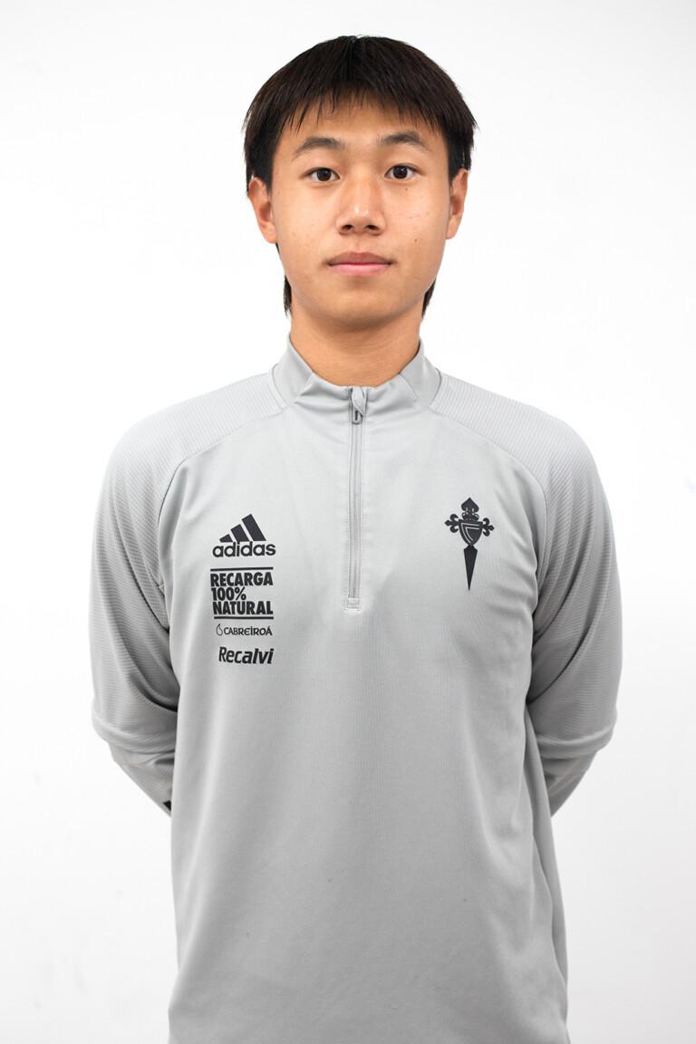 Imágen del jugador Li Shenghan (Luis) posando