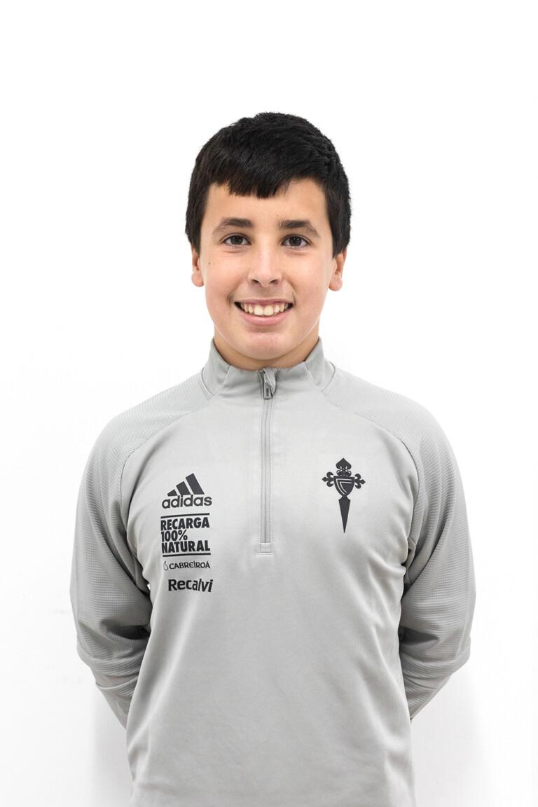 Imágen del jugador Adrián Rodríguez Cuevas posando