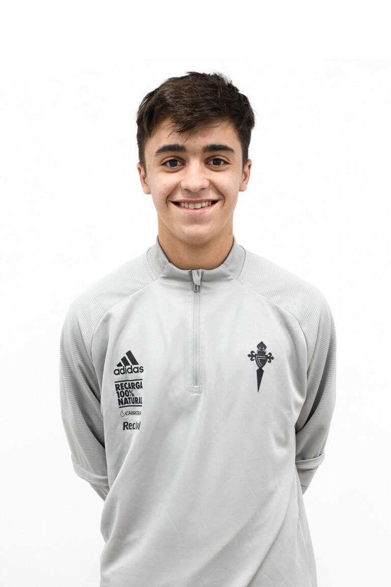 Imágen del jugador Alejandro García Otero posando