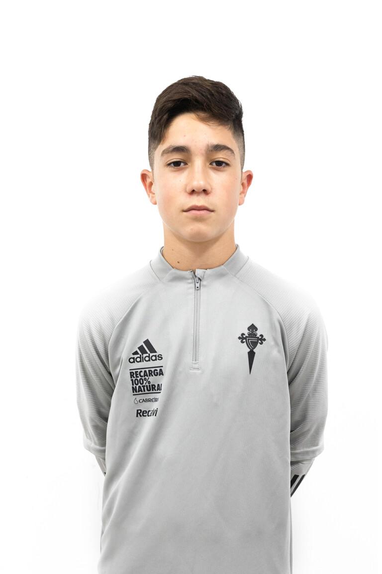 Imágen del jugador Arón Alonso Pajón posando