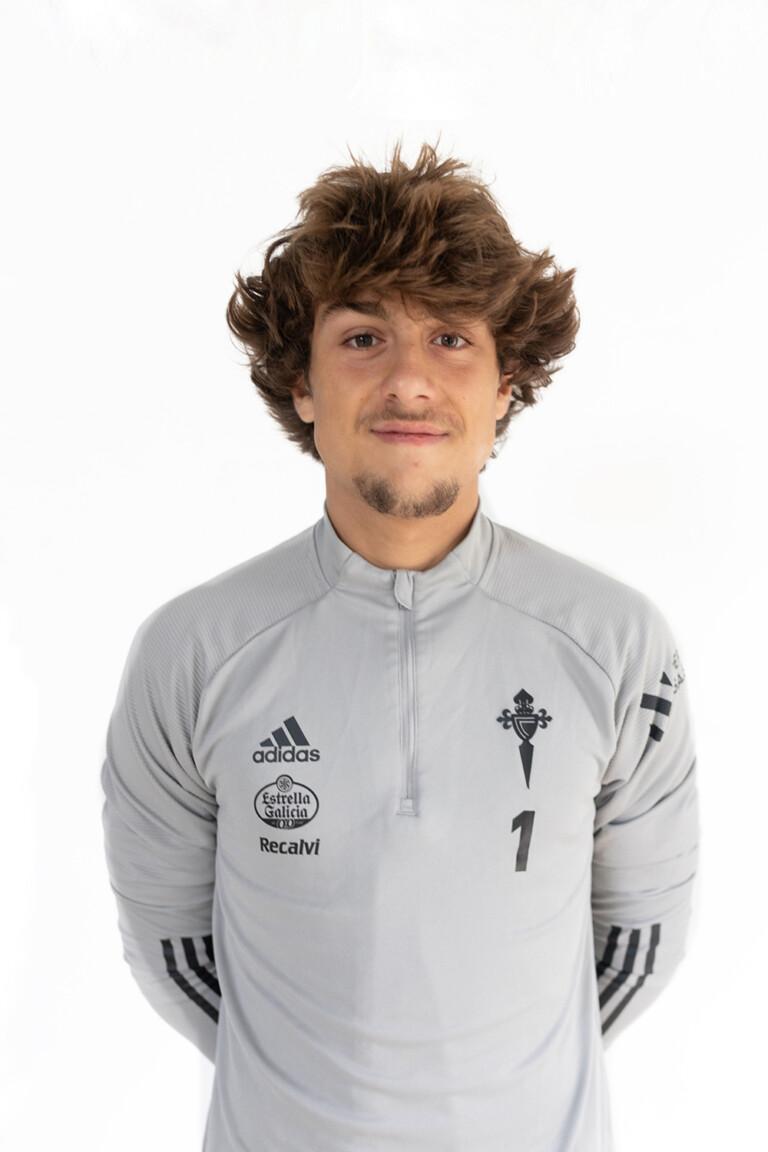 Imágen del jugador César Fernández González posando