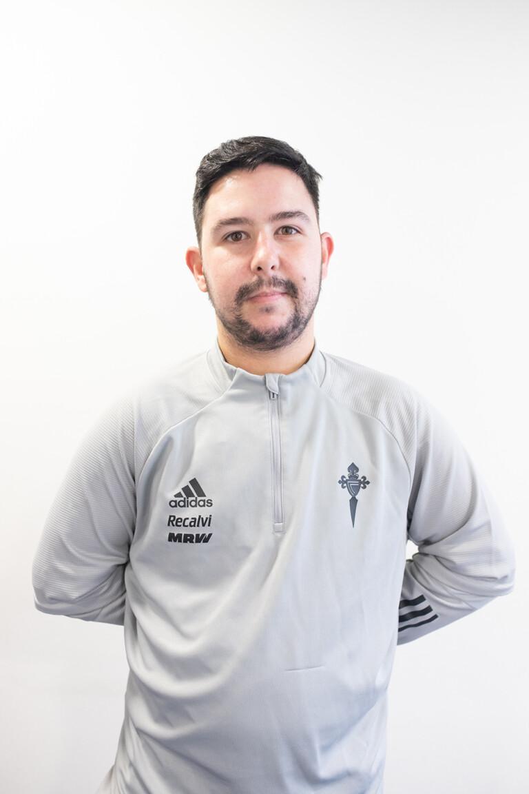 Imágen del jugador Aarón García Parente posando