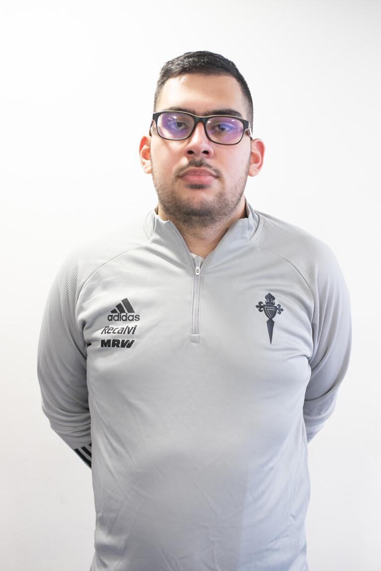 Imágen del jugador Iván Matamoros González posando