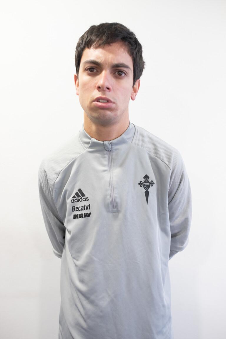Imágen del jugador Javier Iglesias Rodríguez posando