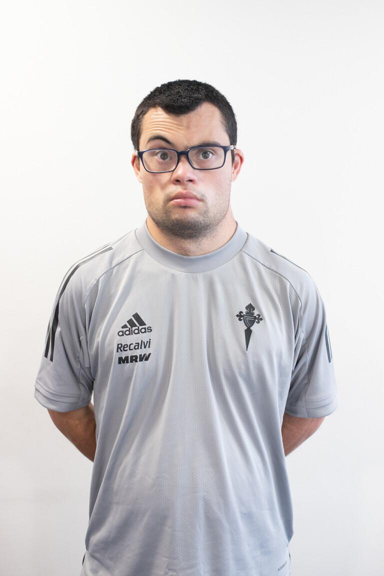Imágen del jugador Samuel Comesaña Rial posando
